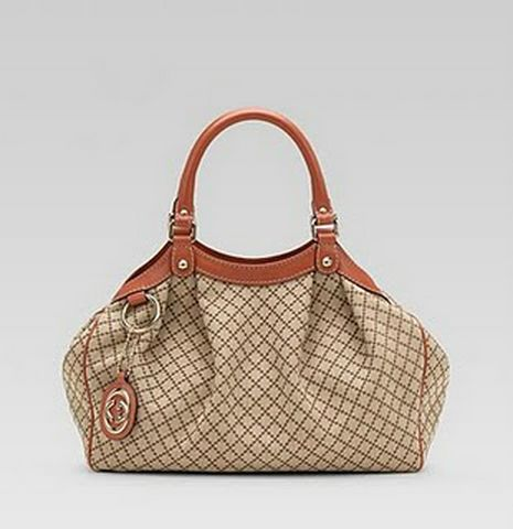 gucci-sukey-medium-interlocking-G-coral